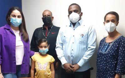 Consulado facilita que hija menor pueda viajar con su  padre a República Dominicana.