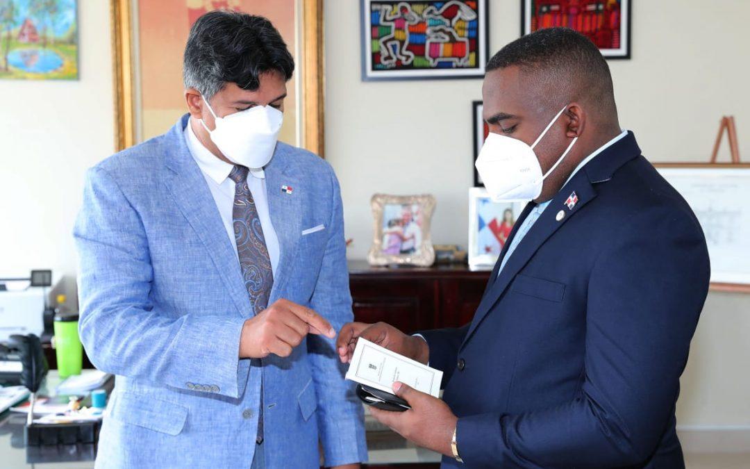 Gobierno de Panamá acredita a vicecónsul de  República Dominicana, LEONEL ENRIQUE CURIEL.
